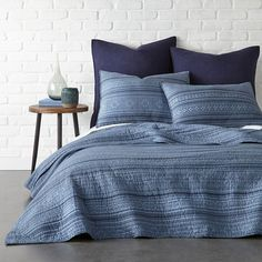 Levtex Home Indigo Tolteca Cotton Reversible Quilt Set Blue And Cream Bedroom, Blue Bedroom, Knitted Cushion Covers, Knitted Cushions, Navy Quilt, Twin Quilt, Blue Bedding, Quilt Bedding, Bedroom Themes