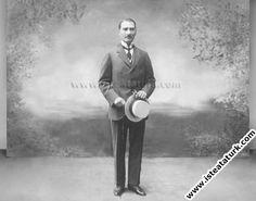 1918.07-Tedavisi için gittiği Avusturya'da Karlsbad kentinden satın aldığı takım elbiseyle çektirdiği fotoğraf.(Temmuz 1918)