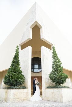 bride and groom portraits in front of a church and cross feature at st. bonaventure church in davie, florida allison + shea Photography Services, Lifestyle Photography, Wedding Photography, Cruise Wedding, Hotel Wedding, Fort Lauderdale Wedding, Riverside Hotel, Church Ceremony, Performing Arts