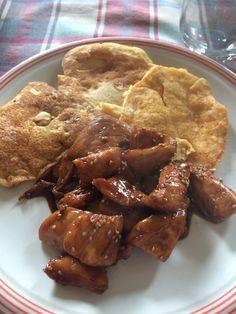 Pancakes salati e pollo alla salsa di soia e miele con sesamo