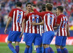 <p>Los jugadores celebran un tanto de Carrasco, en el partido contra el Málaga el 15 de octubre.</p>