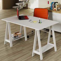 A escrivaninha cavalete é tendência na decoração devido ao seu formato diferenciado e moderno. Além disso, ela é ótima para quem precisa de bastante espaço.