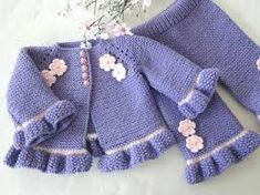 This is an interesting and nice stitch pattern: the Chevron Retro Stitch Wave Crochet pattern which I'm sure you guys would like to know how it is done. Knit Baby Pants, Crochet Baby Cardigan, Baby Girl Pants, Knit Baby Sweaters, Crochet Baby Clothes, Baby Vest, Girls Sweaters, Knitted Baby, Baby Girls