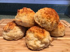 Yummy Sour Cream and onion biscuits! Keep a look out as to where you can find these tasty creations and more throughout the Mount Washington Valley. Gluten Free Kitchen, Mount Washington, Sour Cream And Onion, Biscuits, Muffin, Tasty, Canning, Breakfast, Food