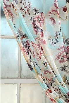 feminine curtains: a hint of flowers for the romantic house I would like! Baby Fabric, Home Curtains, Floral Curtains, My Art Studio, Cottage Homes, Interior Decorating, Decorating Ideas, Cottage Chic, Shabby Chic