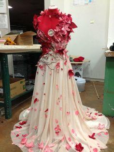 http://sarena-babaroga.tumblr.com/post/75093164721/story-of-a-dress-lyrota-persephone-dress