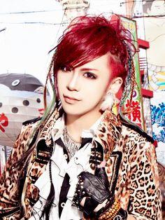 FEST VAINQUEUR-vo-HAL--Doesn't he look adorable w/red hair?! Sooooooooo cute!!