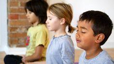 Voici pourquoi nous devrions amener la méditation dans les écoles Si chaque enfant de 8 ans apprenait à méditer, nous éliminerions la violence dans le monde