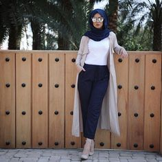Pre-spring hijab outfits – Just Trendy Girls Modern Hijab Fashion, Street Hijab Fashion, Hijab Fashion Inspiration, Islamic Fashion, Muslim Fashion, Abaya Fashion, Modest Fashion, Stylish Hijab, Casual Hijab Outfit
