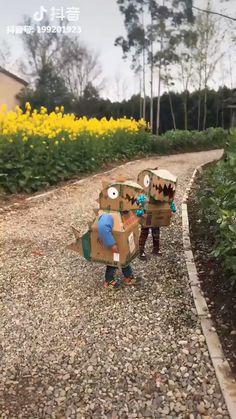 Crafts For Boys, Craft Projects For Kids, Toddler Crafts, Cardboard Costume, Cardboard Crafts, Halloween Goodies, Halloween Kids, Hand Lettering Envelopes, Baby Kostüm