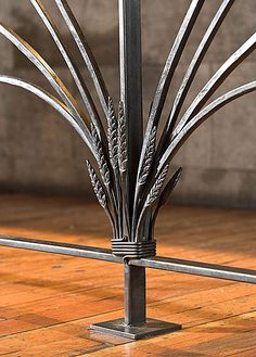 I like the idea of wheat stalks for the posts of a balcony or railing Metal Projects, Metal Crafts, Welding Projects, Blacksmith Forge, Blacksmith Projects, Wrought Iron Gates, Forging Metal, Steel Art, Iron Art