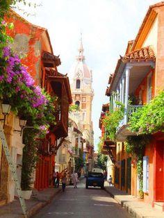 CALLES DE LA CIUDAD AMURALLADA DE CARTAGENA COLOMBIA .................. http://www.chispaisas.info/callesdecartagena.htm