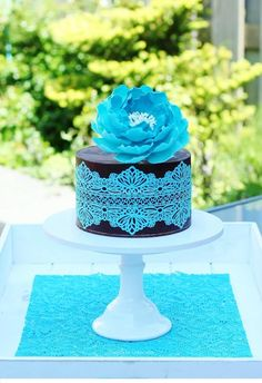 Ganache, lace and a peony cake - Cake by Tamara