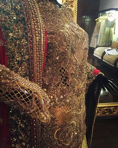 """""""How stunning are these #details #regal #suffusebysanayasir"""""""