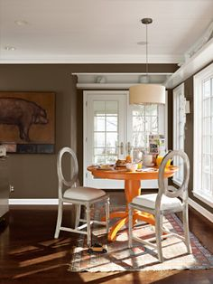 The perfect pop of color for a breakfast nook. #diningrooms #decoratingtips
