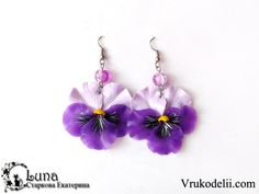 Photo tutorial of pansies for earrings, etc. #Polymer #Clay #Tutorials