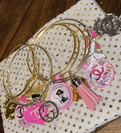 Charm Bracelets For Girls, Bangle Bracelets With Charms, Cute Bracelets, Bangles, Cute Jewelry, Body Jewelry, Jewelry Accessories, Custom Charms, Hype Shoes