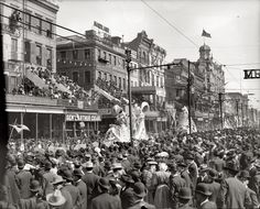 High-Resolution photo of the New Orleans Mardi Gras in 1900