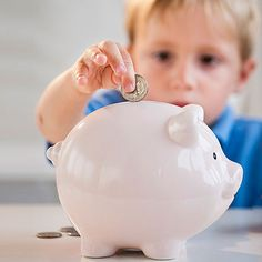 Să mai facem şi economii, nu doar cheltuieli - 7 moduri de a limita cheltuielile cu bebelușul