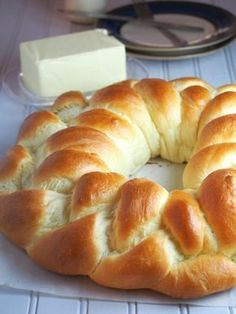 Very soft braided crown of brioche dough - with milk - Very soft braided crown of brioche dough – with milk – Adventures in the Kitchen - Mexican Food Recipes, Sweet Recipes, Dessert Recipes, Pan Bread, Bread Baking, Bread Recipes, Cooking Recipes, Sweet Dough, Bread And Pastries