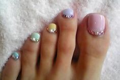 Love this nail art featured on Rite Aid's #NailExtravaganza site: Essie - Shine love
