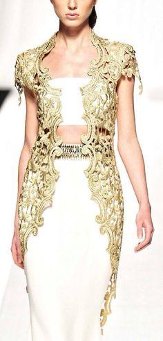 Algerian fashion: modern lace karakou