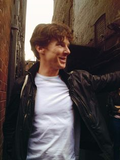 Idk if I like Benedict Cumberbatch blonde or brunette. He looks sexy as hell either way.