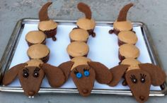 weiner dog cupcakes. So cute, and looks pretty easy to make!