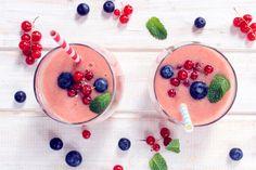 smoothie fruits rouges, lait d'amande, noix de cajou