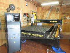 Canadian customer receive ELE-1325 CNC Router with rotary device