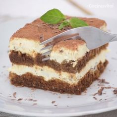 Easy, homemade and without using an oven! This is the perfect dessert to share with the family, here we have the ingredients and the Tiramisu recipe. Köstliche Desserts, Delicious Desserts, Dessert Recipes, Yummy Food, Dessert Parfait, Bon Dessert, Mexican Food Recipes, Sweet Recipes, Cookie Recipes