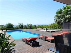 5 Bedroom holiday villa rental in Sitges    Live like a celebrity in this luxurious mediterranean villa with seaviews, private indoor and outdoor pool surrounded by manicured gardens just 12min from sitges. Below you will see some photos, prices, a calendar and a description of the property.