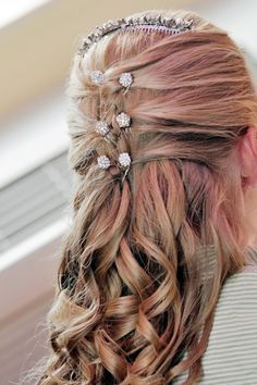 Google Image Result for http://wedding-pictures-02.onewed.com/9086/bridal-hairstyle-long-blonde-hair-pulled-back-with-curls-rhinestone-clips.JPG