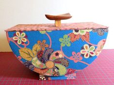 Cardboard Paper, Cardboard Crafts, Klimt, Points, Montage, Decorative Boxes, Couture, Beautiful, Home Decor