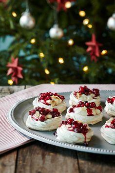 Pienet karpalo-kinuskipavlovat | K-ruoka #joulu