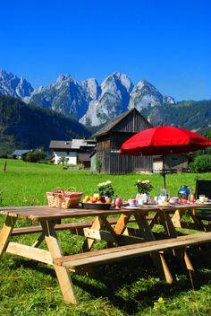 Frühstück in Gosau mit Blick auf dem Gosaukamm Mountains, Nature, Travel, Destinations, Viajes, Lawn And Garden, Naturaleza, Traveling, Trips