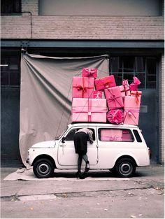 Dit zou Lore geweldig vinden!!! Zoveel cadeautjes en dan nog allemaal roze?!!!!