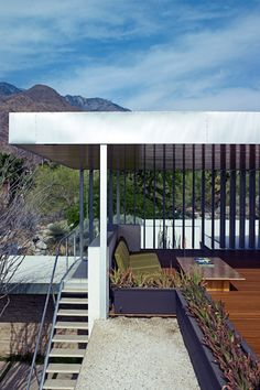 The 'gloriette' deck on the roof looks out to the rugged desert landscape and the dramatic San Jacinto mountains.