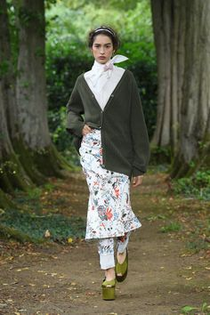 Erdem Spring 2021 Ready-to-Wear Collection - Vogue Bold Fashion, Fashion Week, Runway Fashion, Spring Fashion, High Fashion, Fashion Show, Fashion Design, London Fashion School, Exclusive Clothing