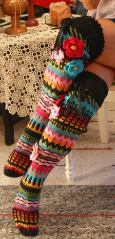 Maijulle valmiina Crochet Socks, Knit Or Crochet, Crochet Shawl, Knitting Socks, Crochet Clothes, Hand Knitting, Knitting Patterns, Crochet Patterns, Funky Socks