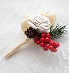 Gold and champagne colored boutonniere #gold #wedding #boutonniere #goldwedding #flowers