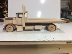 Wooden Toy Trucks, Wooden Car, Making Wooden Toys, Small Trucks, Truck Bed, Wood Toys, Walnut Wood, Carpentry, Pallets