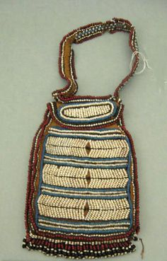Beaded bag from the Xhosa people of South Africa, early African Necklace, African Beads, African Art, Raffia Crafts, Apache Native American, Tribal Bags, Xhosa, African Accessories, Textiles