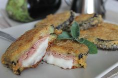Eggplant cordon bleu in a pan or in the oven. Stuffed with ham and cheese. Love Eat, I Love Food, Good Food, Yummy Food, Cooking Chef, Cooking Recipes, Biscotti, Nutella, Italian Vegetables