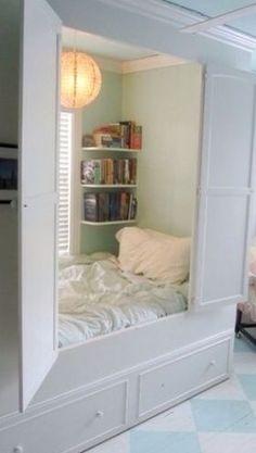 Schon Für Alle, Die Platzprobleme Haben: Das Schlafzimmer Im Schrank. Türen Auf  Und Ab Ins Bett. U003eu003e Want. Probably Not Exactly A Couplesu0027 Bed, But Still...  ...