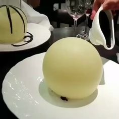 Beautiful White Chocolate Sphere, with strawberry & chocolate on the inside. ✅ By Unknown. Let us know who is behind this great dessert ✅ White Chocolate Desserts, Chocolate Strawberries, Chocolate Lovers, Chocolate Coffee, Tolle Desserts, Great Desserts, Individual Desserts, Sweet Treats, Deserts