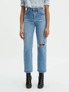 Levi's® women's jeans are a modern twist on classic styles that have defined generations. Shop ribcage jeans women's at Levi's® US for the best selection online. Ripped Jeggings, Ripped Skinny Jeans, Boyfriend Jeans, Mom Jeans, Trendy Swimwear, Colored Denim, Rib Cage, High Waist Jeans, Jeans Style