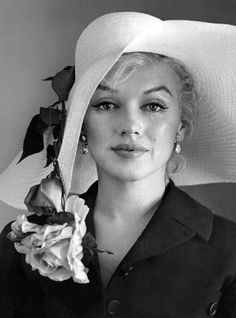 Marilyn Monroe photographed by Carl Perutz, 18th June 1958.