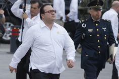 Durante la administración de Javier Duarte en Veracruz, niños enfermos de cáncer recibieron agua destilada en lugar de las medicinas de sus quimioterapias, reveló este lunes el gobernador Miguel Ángel Yunes.