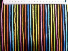 Patchworkstof med Loralie katte - et flot sort stykke patchworkstoffer med farverige striber.